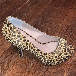 Vince camuto heels size 36.5